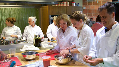 Medical students and practicing physicians at a Culinary Medicine class. Used with permission from Health Meets Food.