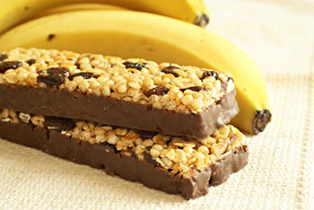 a protein or breakfast bar and a banana