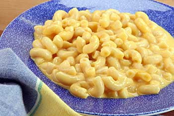 a plate of macaroni and cheese
