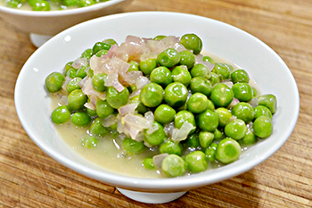 Creamy French Peas, a healthy side dish recipe from Dr. Gourmet