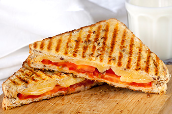 Grilled cheese sandwich with tomatos